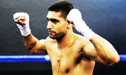 Amir Khan beats Lo Greco in 39 seconds on British return
