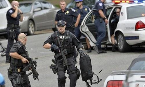 Gunman kills four at US restaurant