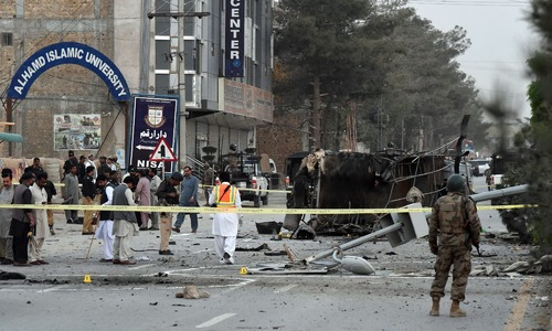 At least 5 policemen martyred in suicide attack targeting police van in Quetta