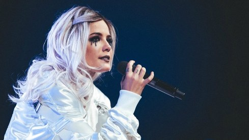 Halsey Is Freezing Her Eggs at 23 After Suffering an On-StageMiscarriage Halsey Is Freezing Her Eggs at 23 After Suffering an On-StageMiscarriage new pictures
