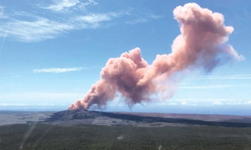Hundreds of residents flee after volcano eruption in Hawaii
