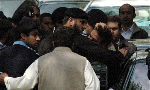 Police officer convicted of roughing up ex-CJP seeks forgiveness from SC