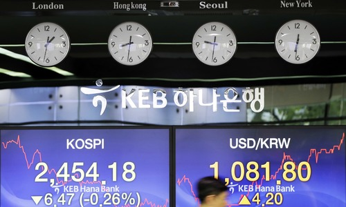 Markets mostly rise as Beijing and Washington avert trade war