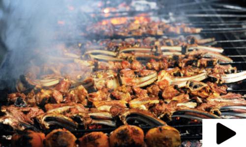 افطار  کے بعد لذیز کھانوں کا مزہ