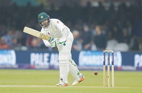 Clinical Pakistan dominate first day at Lord's