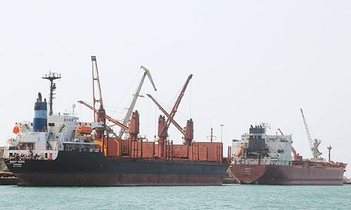 Yemen's main port in cross hairs of Saudi-led offensive