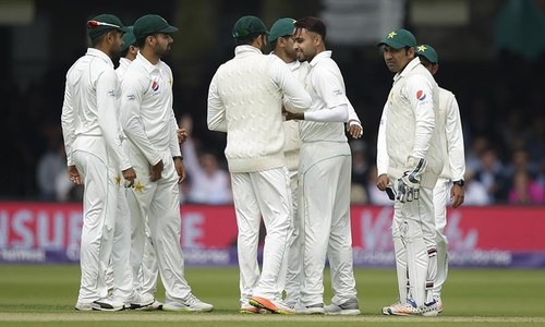Shafiq, Azam learn that wearable gadgets on cricket field is not a 'smart' idea