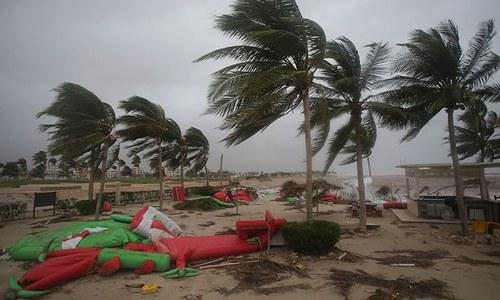 عمان : سمندری طوفان ساحلی پٹی سے ٹکرا گیا، 2 افراد ہلاک