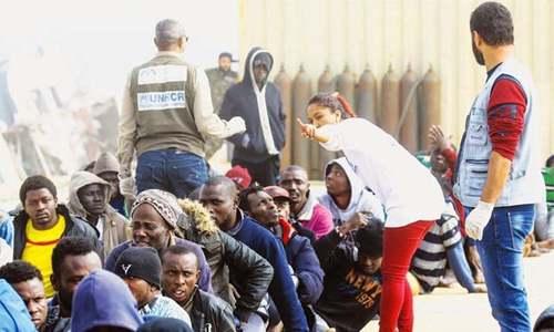 لیبیا: 100 تارکین وطن انسانی اسمگلروں کے چنگل سے فرار ہونے میں کامیاب