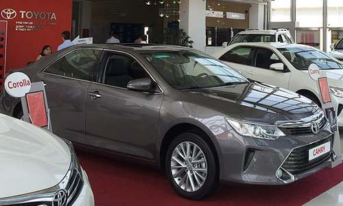 Auto dealers' 'premium money' racket snags on FBR net