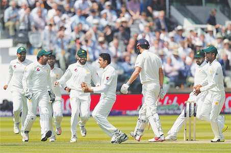 Amir's double strike leaves England on the brink