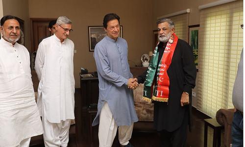 Former MQM leader Rashid Godil joins PTI