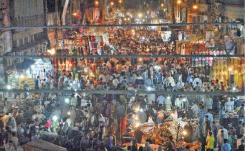 Eid shoppers wait till evening to go to markets