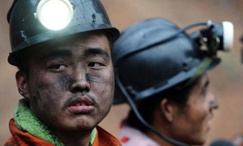China mine blast kills 11, traps 25