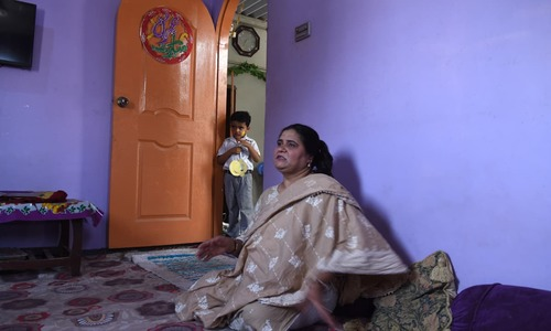 Shakira waiting at Shakeela's residence | Tahir Jamal, White Star