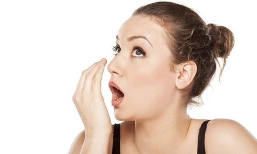 سانس میں بو سے نجات دلانے میں مددگار طریقے