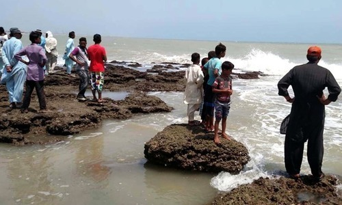 Two young picnickers drown at Karachi's Sandspit over Eid holidays