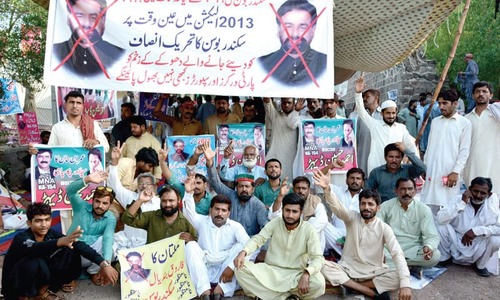 PTI workers continue protest against 'unjustified' award of tickets