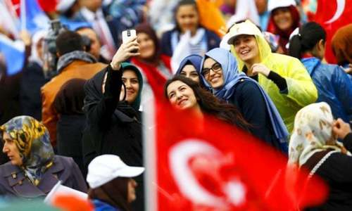 Turks abroad vote in record numbers in elections