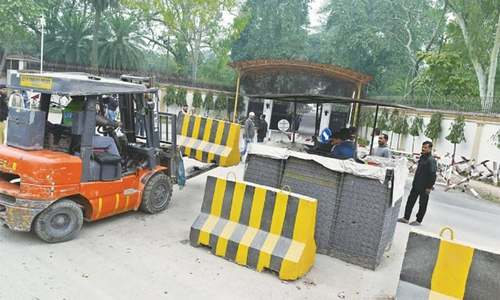 IHC directs ISI to remove blockades from road
