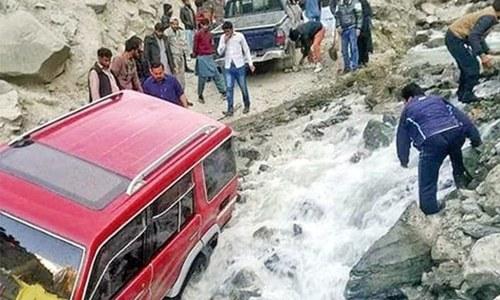 گلگت بلتستان: سڑکوں کی ابتر صورتحال، سہولیات کی کمی سے سیاحوں کو مشکلات
