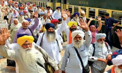 سکھ یاتریوں نے بھارتی سفارتکار کو گردوارہ میں داخلے سے روک دیا