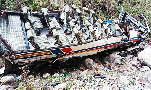 30 dead as overcrowded bus plunges into gorge in India