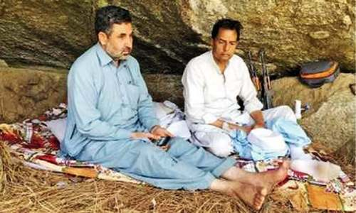 Viral picture shows Safdar 'hiding' in Mansehra cave