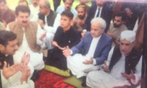 سانحہ مستونگ: نگراں وزیر اعظم کی سراج رئیسانی کے اہل خانہ سے تعزیت