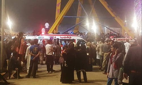 Teenager dies, 9 hurt as swing ride comes apart at Karachi's Askari Amusement Park