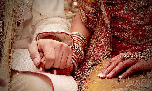 'اگر ہمیں ووٹ نہیں دیا تو شادی ختم ہوجائے گی'