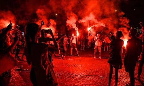 فرانس میں ورلڈ کپ کا جشن پرتشدد شکل اختیار کر گیا