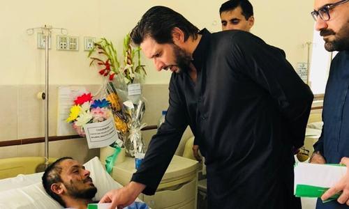 شاہد آفریدی کی سانحہ مستونگ کے زخمیوں کی عیادت