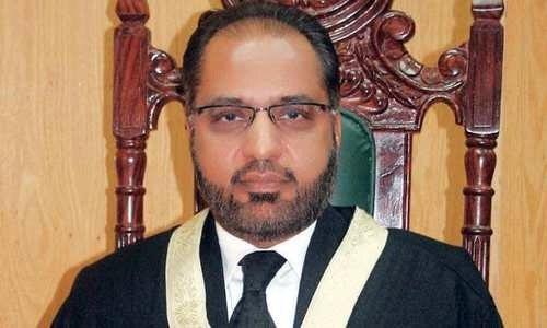 فوج کی اعلیٰ قیادت خفیہ اداروں کو لگام دے، جسٹس شوکت صدیقی