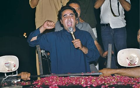 Jiyalas waited for hours to have glimpse of Bilawal