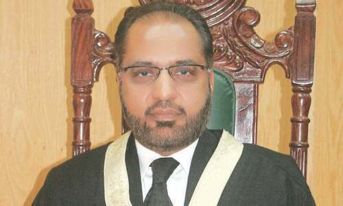 Justice Siddiqui donates Rs1m to SC fund for dams