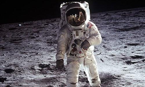 چاند پر انسان نے واقعی قدم رکھا تھا،یا پھر دنیا کو دھوکا دیا گیا؟