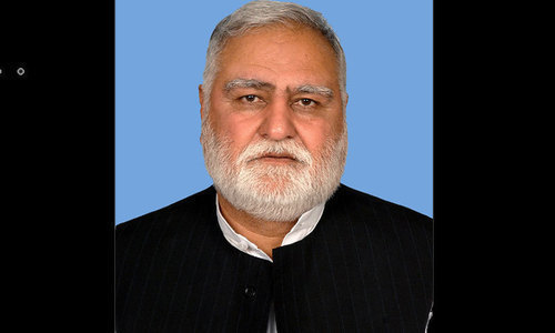 JUI-F's Akram Durrani escapes unhurt in Bannu ambush: police