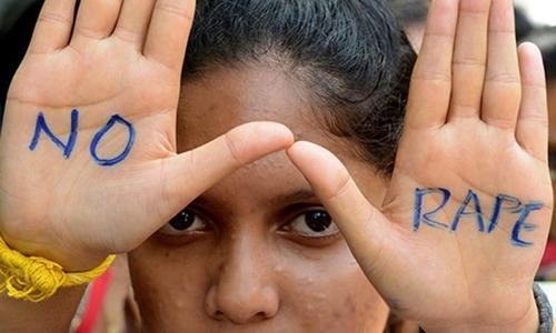 بھارت: کم عمر لڑکیوں کے ساتھ 'متعدد روز تک ریپ'، 5 ملزمان گرفتار