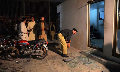 دالبندین:بلوچستان عوامی پارٹی کے دفتر پر دستی بم حملہ،20 افراد زخمی