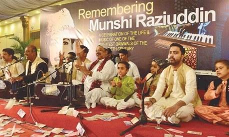 Farid Ayaz & Abu Mohammed pay tribute to their father Munshi Raziuddin