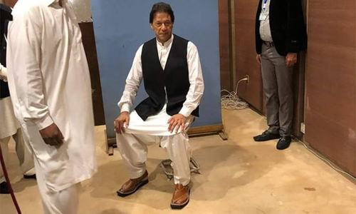 PM-in-waiting borrows waistcoat from NA photographer