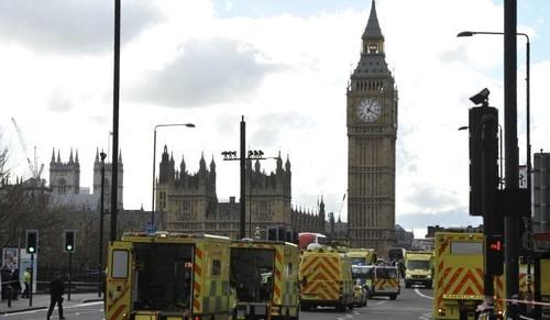 برطانوی پارلیمان سے گاڑی ٹکرانے کے واقعے پر دہشت گردی کا شبہ
