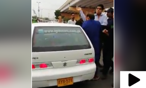 پی ٹی آئی رکن اسمبلی عمران علی شاہ کا شہری پر تشدد