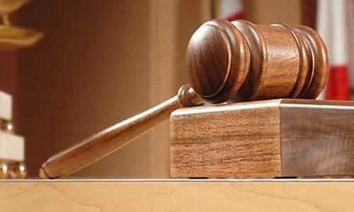 لاپتہ افراد کیس: انصاف نہ ملنے پر خاتون کی کمرہ عدالت میں خودسوزی کی کوشش
