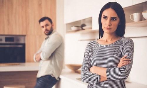 بیوی سے لڑنے کا یہ انجام جانتے ہیں؟