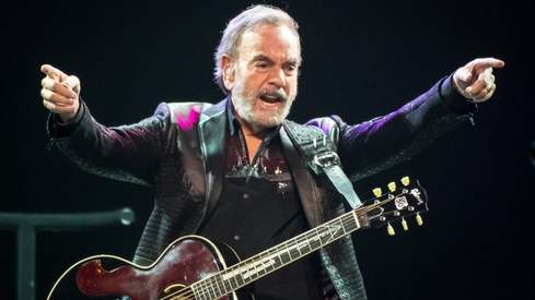 Neil Diamond defies Parkinson's disease, announces new DVD