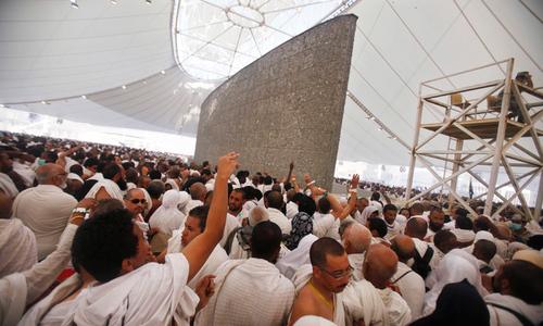 Qatar accuses Saudis of barring Haj pilgrims