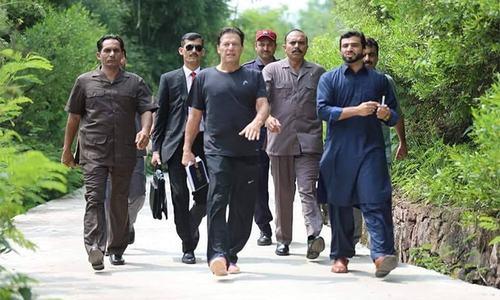 وزیراعظم عمران خان نے پہلا دن کیسے گزارا؟