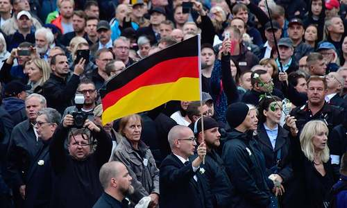 18 injured in German protests for and against migrants